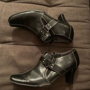 "Aerosoles ""Cappuccino "" ankle boot in black.  Sz 8"